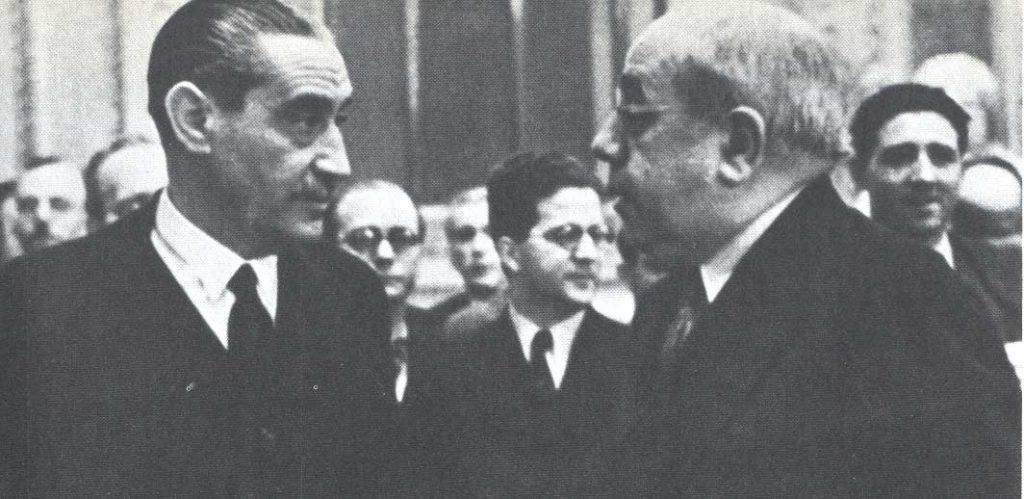 Miguel Maura conversando con Manuel Azaña